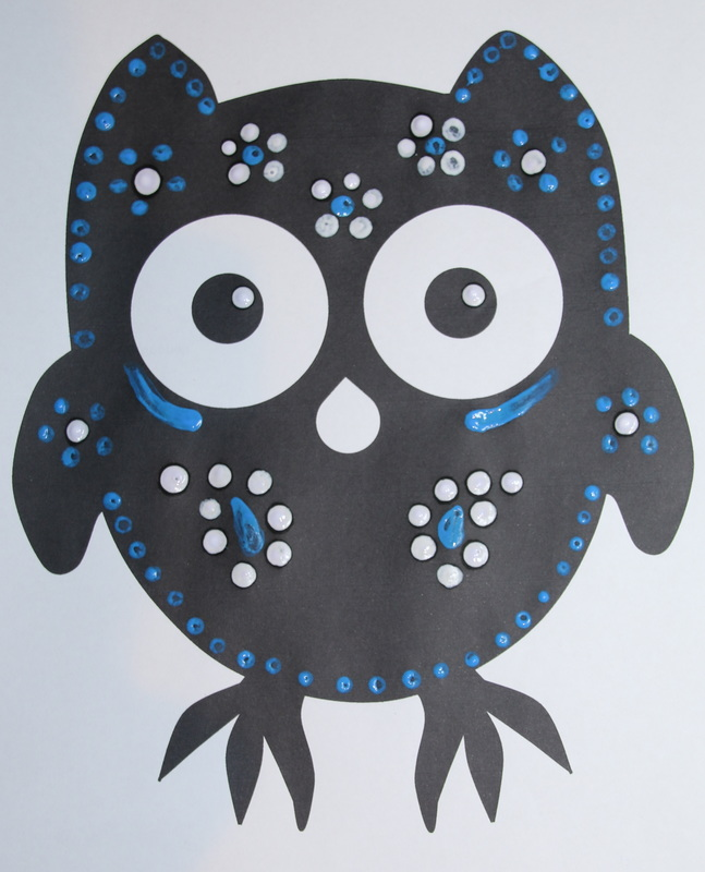 Free printable owl template for art and craft activities.