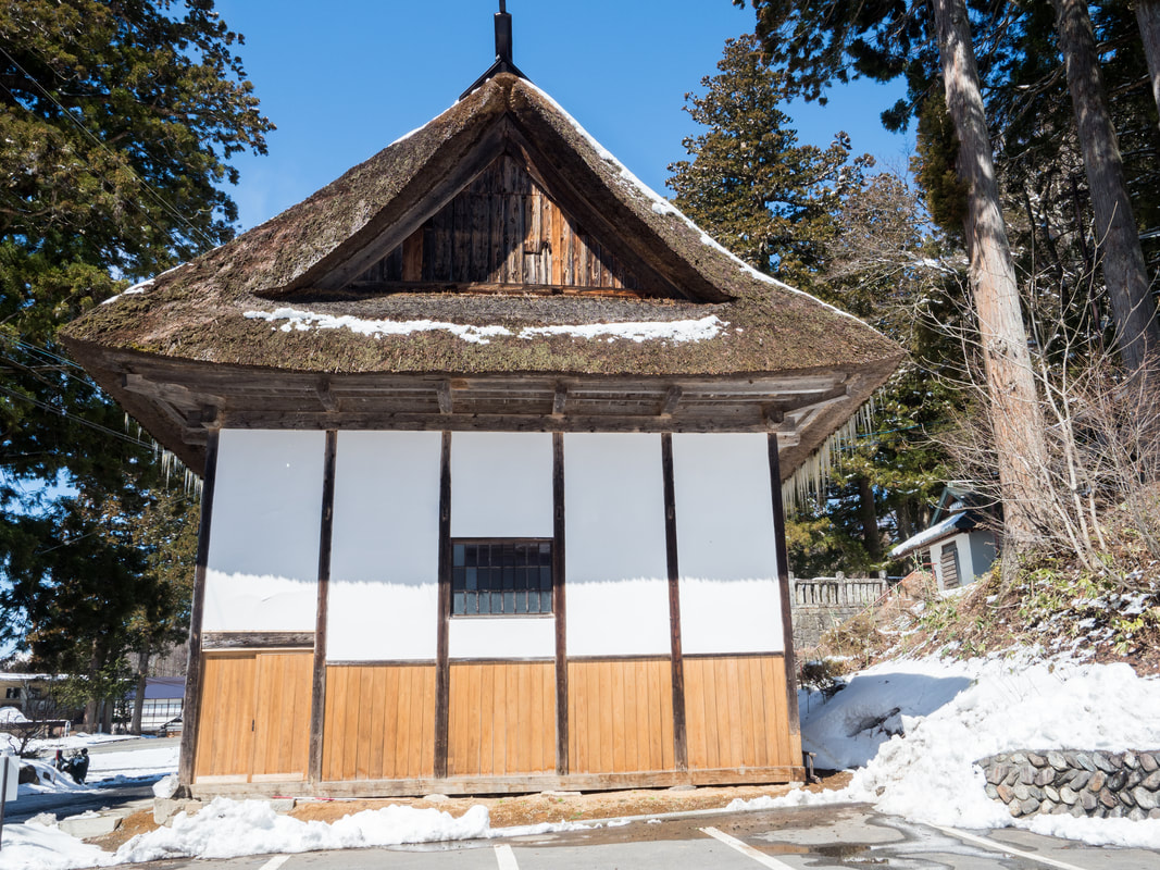 Thatch-roofed building next to the Middle Togakushi Shrine.