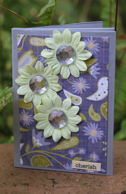 Free craft instructions on how to make a mini book from A4 paper for scrapbooking, kids craft and more