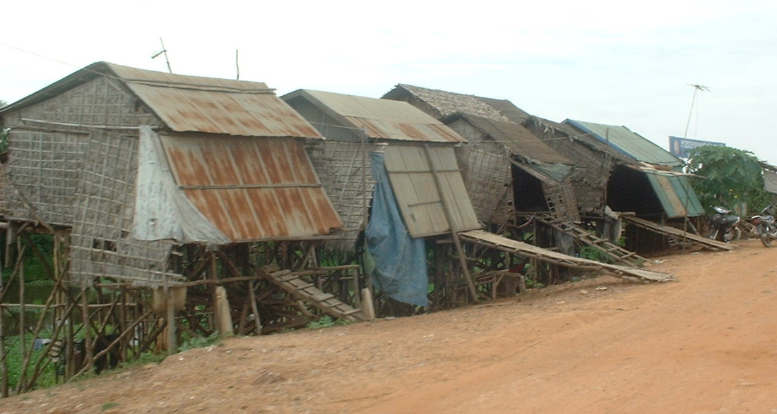 Road from Siem Reap to the Tonle Sap. Stilt Houses.